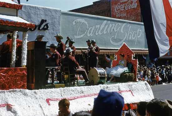 1954 National Peanut Festival Parade Fiddle, String Band Drums float, photo by Judy Tatom
