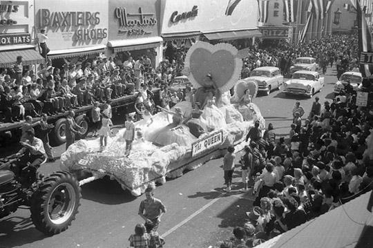 Dothan Alabama 1954 Peanut Festival Queen Parade Foster Street Float, photo by Judy Tatom